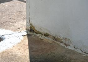 1.8 Αποσάθρωση σοβά ή σκυροδέματος και σπασίματα σε εξωτερικές γωνίες  - Κεντρική Εικόνα