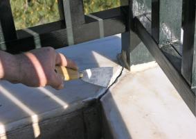 4.10  Αστοχία σφραγιστικού σε βάσεις από κάγκελα, μεταλικά ή ξύλινα στηρίγματα, κ.ά.  - Κεντρική Εικόνα