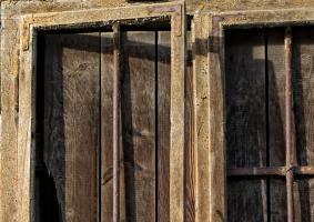 5.9 Φθαρμένα ξύλινα κουφώματα (κάσωμα, πόρτα, παράθυρο) - Κεντρική Εικόνα