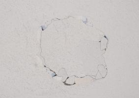 Αποκατάσταση αποκολλημένων επιχρισμάτων  σε μικρές επιφάνειες - Κεντρική Εικόνα