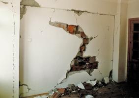 Έλεγχος, επισκευή και αποκατάσταση συνήθους τοιχοποιίας οπτοπλινθοδομής  (τοίχος με τούβλα) - Κεντρική Εικόνα