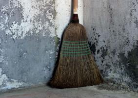 Αποφάσισα να καθαρίσω το υπόγειο. Τι καθαριστικά να χρησιμοποιήσω ώστε η δουλειά να γίνει εύκολα, γρήγορα, αποτελεσματικά και οικονομικά; - Κεντρική Εικόνα
