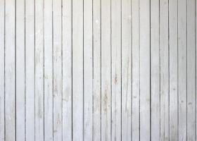 Απολέπιση ή φθορά από διάφορες αιτίες του βερνικοχρώματος ή ριπολίνης με την οποία έχει βαφεί παλαιότερα η ξύλινη επιφάνεια