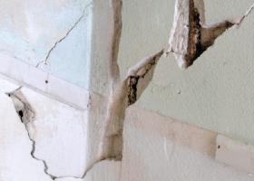 Σπασίματα σε εσωτερικές γωνίες της τοιχοποιίας από σοβά