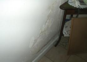 Αποσάθρωση σοβά (σε μικρό ή μεγαλύτερο εύρος), εσωτερικής τοιχοποιίας