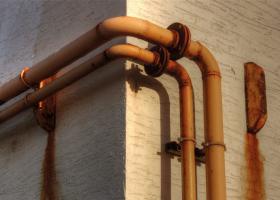 Διαβρωμένες μεταλλικές σωληνώσεις υδρευσης ή και αποχέτευσης