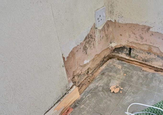 2.4 Σπασίματα σε εσωτερικές γωνίες της τοιχοποιίας από σοβά - Κεντρική Εικόνα