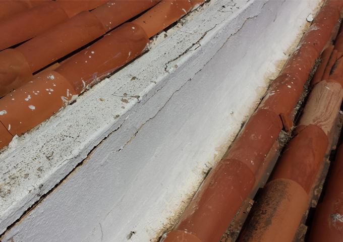 Επισκευή και αποκατάσταση σημείων αποκόλλησης της σκεπής σε επαφή με τοίχους,  καμινάδες, ντερέδες  - Κεντρική Εικόνα