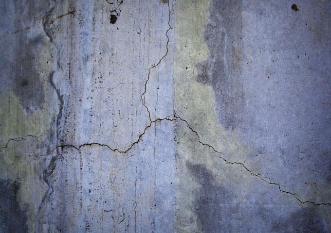 Το ξύλινο κάσσωμα και η πόρτα  του υπογείου είναι σε κακή κατάσταση και έχει αρχίσει να ξεκολλά και από τη θέση του. Από πού να αρχίσω; Πώς να το επισκευάσω; - Κεντρική Εικόνα